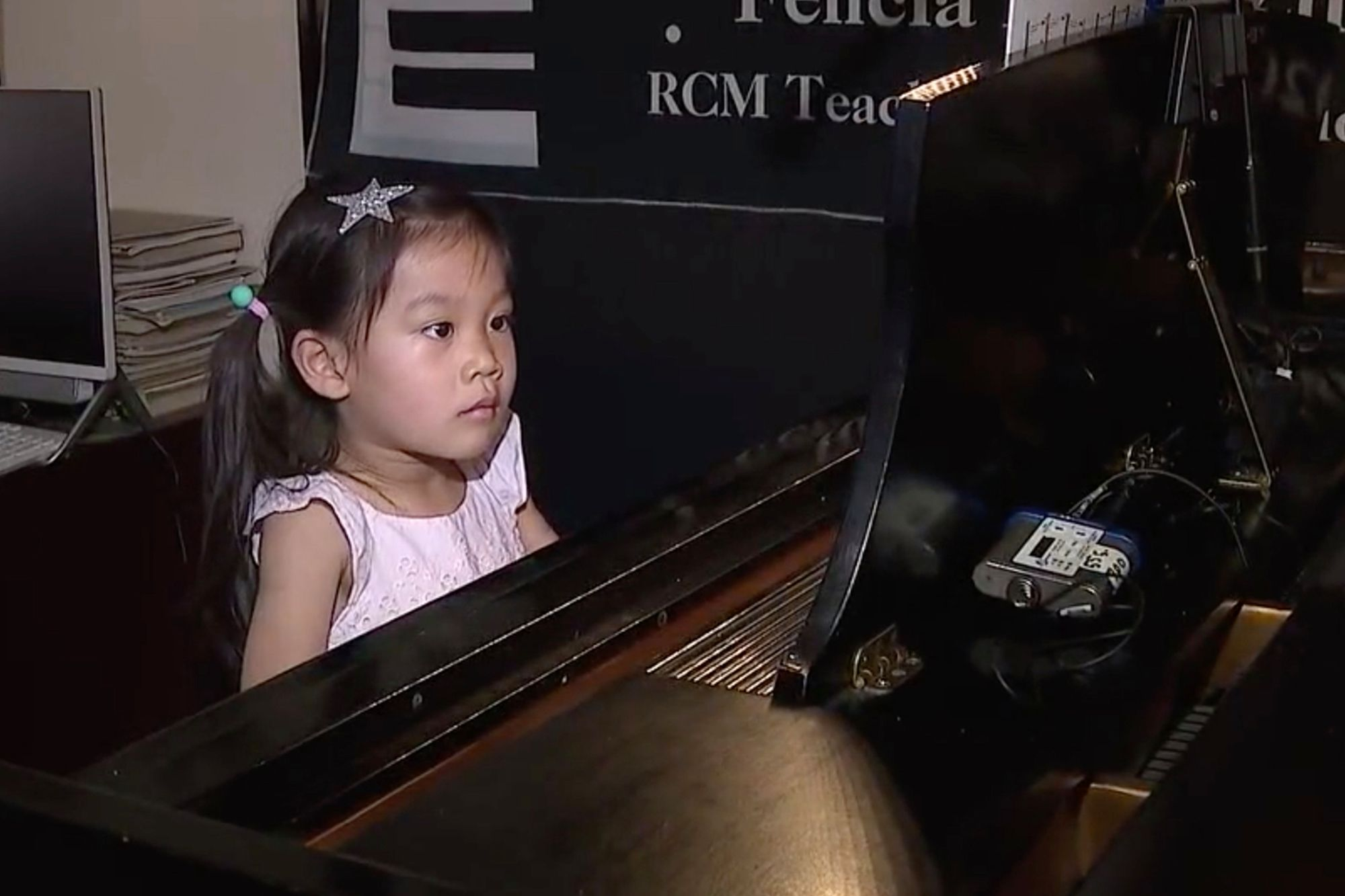 Meet 4-year-old Brigette Xie Who Plays Piano Like An Adult
